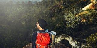 Conceito Trekking de acampamento do lazer do desejo por viajar do mochileiro Fotografia de Stock Royalty Free