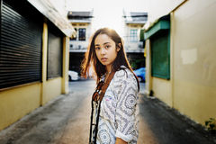 Conceito urbano chique da mulher da cena da cultura de juventude fotos de stock royalty free