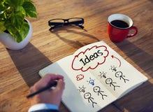 Conceitos de Brainstorming About Ideas do homem de negócios imagem de stock