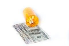 Conceitos dinheiro e medicamentos de venta com receita em um recipiente com cem notas de dólar Imagens de Stock Royalty Free