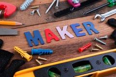 Conceitos do fabricante Ferramentas de funcionamento, grupo de ferramentas de funcionamento no fundo de madeira Fotos de Stock Royalty Free