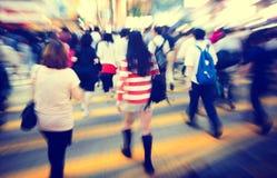 Conceitos pedestres das horas de ponta do grupo de pessoas fotografia de stock