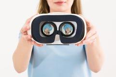 Conceitos virtuais dos auriculares dos óculos de proteção dos vidros do vr fotografia de stock royalty free