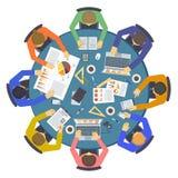 Conceituando o vetor infographic liso do conceito dos povos criativos da discussão da ideia da equipe Imagens de Stock Royalty Free
