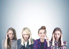 Conceituar de quatro mulheres, cinzento fotografia de stock
