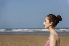 Concentração Serene Relaxation Concept calmo da meditação da ioga foto de stock