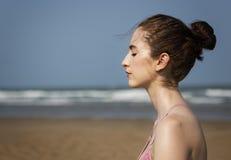 Concentração Serene Relaxation Concept calmo da meditação da ioga foto de stock royalty free