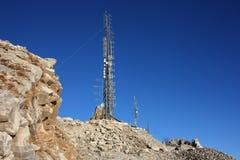 Concentración de antenas de la telecomunicación estación de comunicación electrónica fotos de archivo