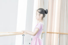 Concentrate on training-In the dance rehearsal room girl Royalty Free Stock Photo