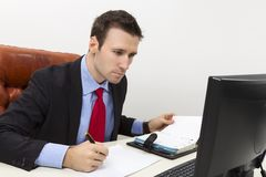Concentrated business man filling a paper document Stock Photography