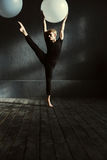 Concentrated young man dancing in the studio Royalty Free Stock Photos