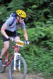 Concentrazione e determinazione del motociclista della montagna Fotografia Stock Libera da Diritti