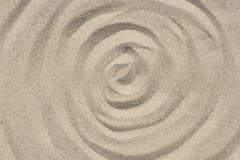 Concentrisch cirkelspatroon op de natuurlijke achtergrond van de zandtextuur stock foto's