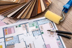 Concepção arquitetónica da casa com ferramentas e catálogo da mobília Fotos de Stock Royalty Free