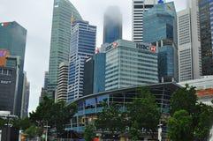 Concepção arquitetónica moderna na construção alta da elevação de Singapura do financeiro e do distrito financeiro imagem de stock