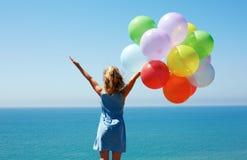 Concep di vacanze estive, di celebrazione, della famiglia, dei bambini e della gente Fotografia Stock