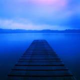 Concept à distance rural tranquille du Nouvelle-Zélande de lever de soleil de lac jetty Photographie stock libre de droits