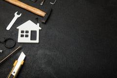 Concept à la maison de construction, calculatrice de coût photographie stock libre de droits