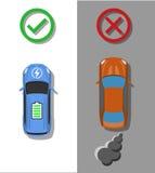 Concept électrique de transport Voiture électrique avec la comparaison habituelle de voitures de combussion Photo stock