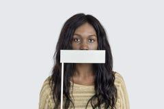 Concept éligible interdit couvert par bouche de femme Photographie stock libre de droits