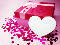 Concept actuel de vacances d'amour de jour du ` s de valentine de carte de voeux de boîte Photos stock