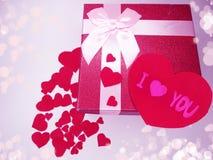 Concept actuel de vacances d'amour de jour du ` s de valentine de carte de voeux de boîte Images stock