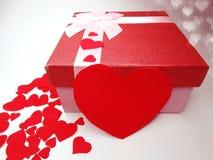 Concept actuel de vacances d'amour de jour du ` s de valentine de carte de voeux de boîte Image libre de droits