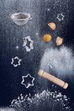 Concept artistique et créatif de cuisson montrant les ingrédients nécessaires de cuisson Images libres de droits
