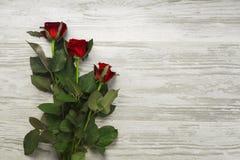 Concept avec un groupe de roses sur de vieux conseils Photo stock