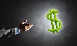 Concept bankwezen en investering door groen dollarsymbool wordt voorgesteld op concrete achtergrond die Royalty-vrije Stock Foto's