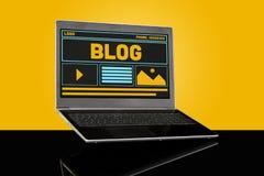 Concept bloguant du site Web UI de page d'accueil de blog sur l'ordinateur portable photo libre de droits