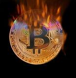Concept brûlant de flammes de Bitcoin images stock