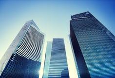 Concept contemporain de paysage urbain d'immeuble de bureaux d'architecture Photos libres de droits