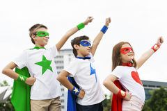 Concept courageux d'imagination de fille de garçon de super héros Image libre de droits