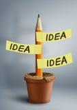Concept créatif d'idée, crayon avec des autocollants dans le pot Image libre de droits