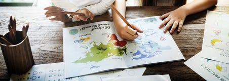Concept créatif d'imagination d'idées d'amitié de dessin images libres de droits