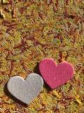 Concept créatif, histoires d'amour, deux coeurs images stock