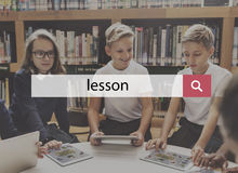 Concept d'école de la connaissance d'éducation de leçon de camarade de classe de salle de classe Image stock