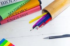 Concept d'éducation avec les livres de l'étudiant photographie stock