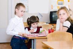 Concept d'éducation - instruisez les étudiants à la classe photo libre de droits
