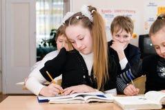 Concept d'éducation - instruisez les étudiants à la classe photographie stock libre de droits