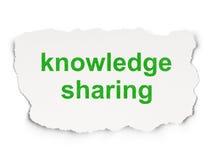 Concept d'éducation : La connaissance partageant sur le fond de papier Image stock