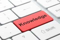 Concept d'éducation : La connaissance sur le fond de clavier d'ordinateur Photo stock