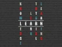 Concept d'éducation : le mot apprennent en résolvant des mots croisé Photographie stock
