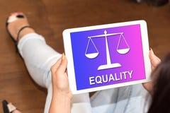 Concept d'égalité sur un comprimé image stock