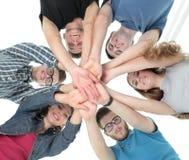 Concept d'équipe et de fiabilité : une équipe d'étudiants se tenant dedans Photographie stock