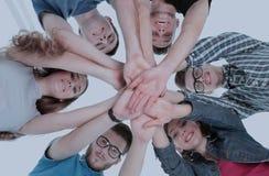 Concept d'équipe et de fiabilité : une équipe d'étudiants se tenant dedans Photographie stock libre de droits