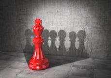 Concept d'équipe Force de travail d'équipe démocratie Le roi d'échecs a moulé l'ombre sous la forme de groupe de gage 3d Photographie stock
