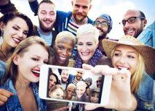 Concept d'été de plage de bonheur de Selfie d'amitié Image libre de droits