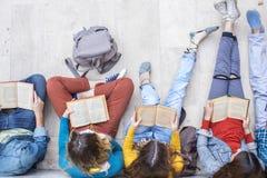Concept d'étudiants d'amitié d'amis d'adolescents Images stock